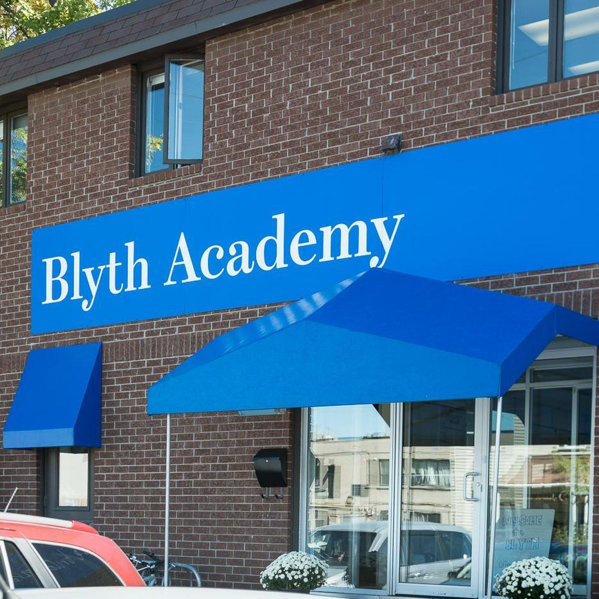 Школа Blyth Academy (The Barrie Colts Hockey Academy)