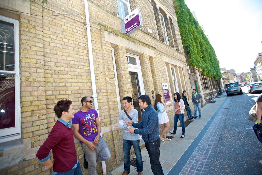 Студенты KINGS COLLEGES Oxford