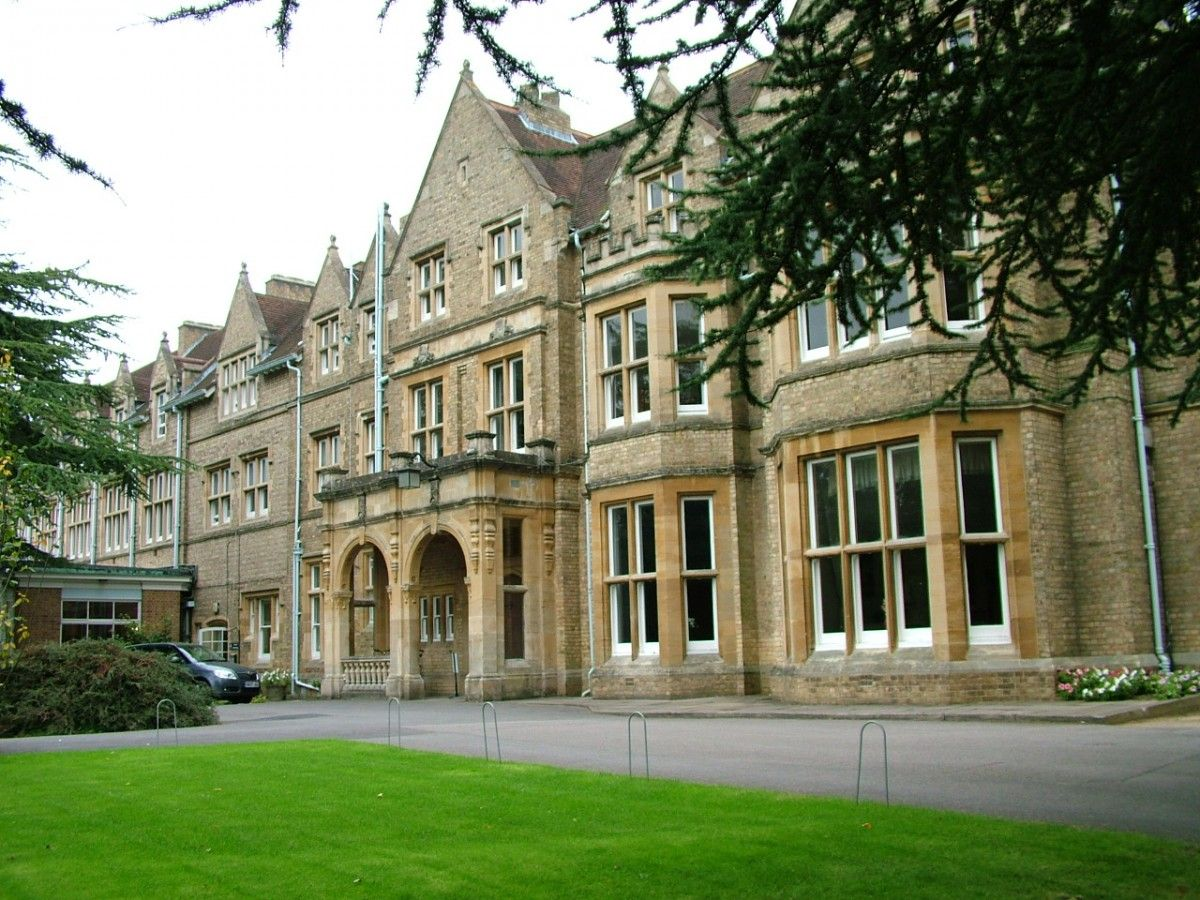 St.-Hildas-College
